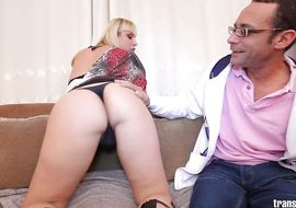 Beautiful blonde Walkiria Drumond with curvy tits is crying of big dangler in his gazoo