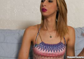 Stunning blonde trannie Viviane Merillo got fucked in the wazoo until he came